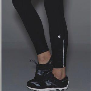 LIKE NEW Lululemon black pace queen leggings!!
